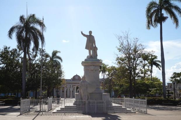 BeMyMajorAdventure_Blog_Voyage_Cuba_Cienfuegos_Place_Jose_Marti_Statut