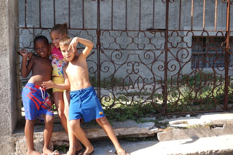 BeMyMajorAdventure_Blog_Voyage_Cuba_Cienfuegos_Rues_Enfants2