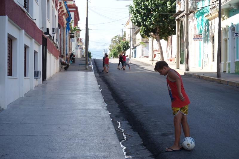 BeMyMajorAdventure_Blog_Voyage_Cuba_Cienfuegos_Rues_Enfants3